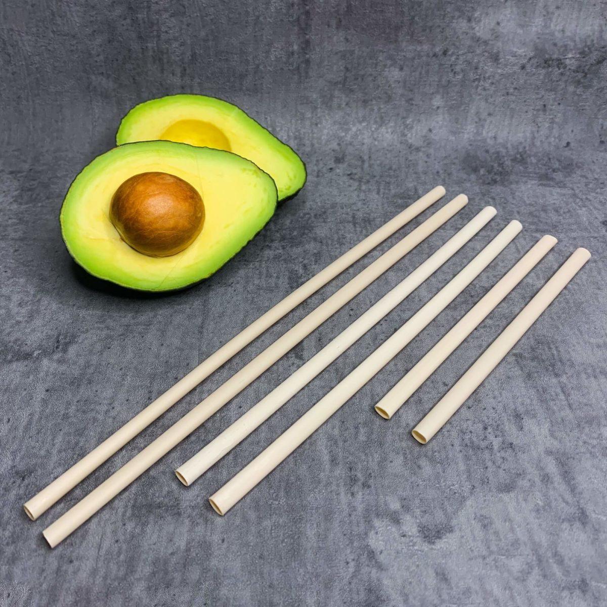 verschiede Avocado-Strohhalme